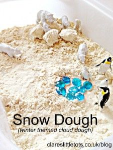 Snow dough (cloud dough) using just 2 ingredients. A Winter themed sensory bin perfect for toddlers and preschoolers and great for small world play.