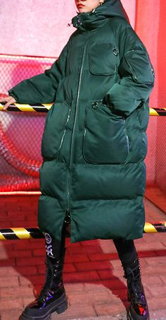 Luxury green winter parkas Loose fitting snow jackets winter hooded zippered coats Stylish Winter Outfits, Girls Summer Outfits, Fall Fashion Outfits, Winter Fashion, Trendy Outfits, Fall Pants, Womens Parka, Mode Outfits, Weekender