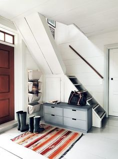 this makes me want to get rid of our bannister. and paint everything red and blue (admittedly i want that anyway)