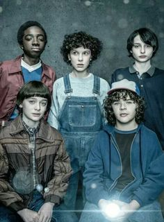 Watch the Superbowl clip for Season 2 of the widely loved Netflix series 'Stranger Things' starring Winona Ryder, David Harbour & Millie Bobby Brown. Stranger Things Have Happened, Cast Stranger Things, Stranger Things Netflix, Stranger Things Season, Film Manga, Devious Maids, Hemlock Grove, Entertainment Weekly, Millie Bobby Brown