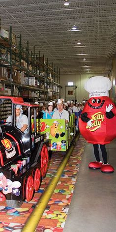 Jelly Belly Visitor Center in Pleasant Prairie Wisconsin (near Kenosha) gives tours 9 AM - 4 PM daily. Admission is free.