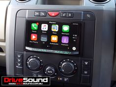 Landrover Discovery3 with Apple CarPlay installed by DriveSound.