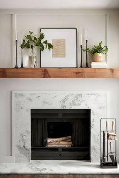 12 ideas para decorar chimeneas vistas en Pinterest que te van a chiflar Marble Fireplace Surround, Marble Fireplaces, Fireplace Surrounds, Fireplace Design, Fireplace Ideas, Modern Fireplaces, Small Fireplace, Granite Fireplace, Propane Fireplace
