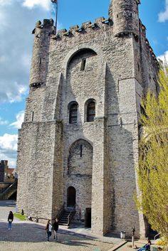 Edificio principal del castillo de los Condes de Flandes en Gante, Bélgica