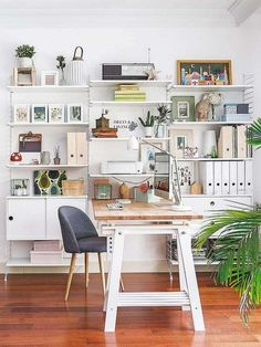 4 Ways to Plan and 32 Decorating of Home Office Ideas Best Home Interior Design, Interior Design Inspiration, Modern Interior, Reclaimed Wood Desk, Home Office Desks, Home Goods, Sweet Home, Room Decor, Furniture