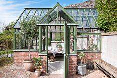 Keltainen talo rannalla: huhtikuuta 2020 Beautiful One, Conservatory, Exterior Design, Villa, Vintage, Sunrooms, Greenhouses, Yards, Feathers