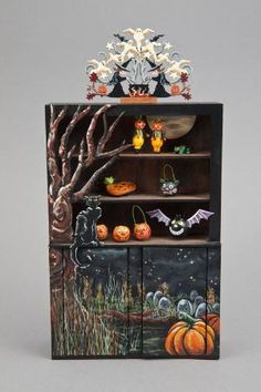 Good Sam Showcase of Miniatures: At the Show - Halloween Collectibles. Halloween Shadow Box, Halloween Scene, Fete Halloween, Halloween Village, Halloween Doll, Holidays Halloween, Halloween Crafts, Halloween Decorations, Vintage Halloween