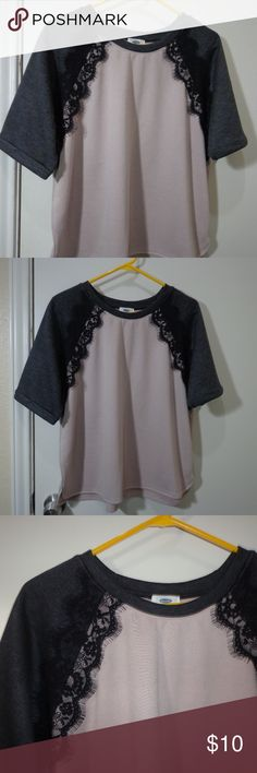 3 for $13 - Old Navy Large Blouse very gently used, no holes or stains.   feels like polyester blend, missing tag so unsure  armpit to armpit 23.5 length 24 11/8--G9 Old Navy Tops Blouses