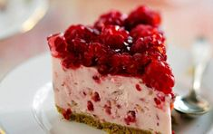 This raspberry pretzel salad is great for a side dish or dessert for a group party or dinner! Homemade Cream Cheese Recipe, Make Cream Cheese, Cream Cheese Recipes, Raspberry Pretzel Salad, Jello Pretzel Salad, Strawberry Pretzel, Ultimate Cheesecake, Cheesecake Recipes, No Bake Desserts