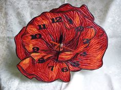 Beautiful quilled clock - by: PIXIE QUiLLING - Facebook