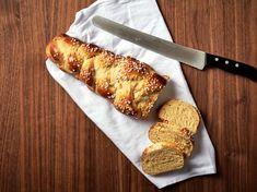 Christina Bauers Osterzopf No Bake Desserts, Banana Bread, French Toast, Baking, Breakfast, Food, Tv, Zucchini Cake, Breads