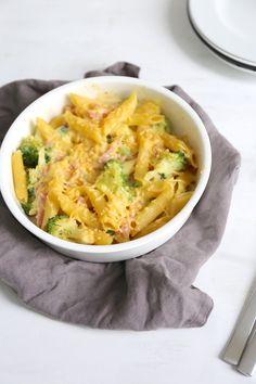Pasta-ovenschotel met ham, kaas en broccoli