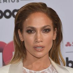 Pin for Later: Jennifer Lopez's Latin Billboards Beauty Look Is Just Plain Sexy