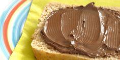 Ook gek op chocola op je boterham? Het enige wat je nodig hebt naast hazelnoten, cacaopoeder en ahornsiroop, is een keukenmachine.En voilá, zelfgemaakte Nutella. Meer lekkers: Lasagne van Oreo's Snickers taart Zo maak je deze dierenprintcake