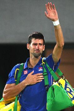 Djokovic é eliminado por Del Potro do Rio 2016 e chora https://angorussia.com/desporto/djokovic-eliminado-del-potro-do-rio-2016-chora/