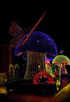 Alice in Wonderland at the Main Street Electrical Parade Disney Day, Disney Magic, Disney Parks, Walt Disney, Disneyland Parade, Disneyland Resort, Disney Electrical Parade, Disney Christmas Parade, Disney Fireworks