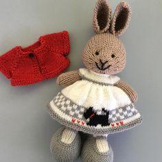"353 Likes, 23 Comments - Suzanne (@suzymarieknits) on Instagram: ""#yarn #yarnlove #bunny #knittedbunny #knittinglove #knit #knitters #knitting #knittersofinstagram…"""