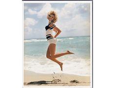 Sasha Pivovarova photographiée par Bruce Weber pour la série mode Love makes the world go round du numéro de juin-juillet 2009 de Vogue Paris. http://www.vogue.fr/mode/inspirations/diaporama/le-maillot-de-bain-dans-vogue-paris/13709/image/764057#!sasha-pivovarova-photographiee-par-bruce-weber-pour-la-serie-mode-love-makes-the-world-go-round-du-numero-de-juin-juillet-2009-de-vogue-paris