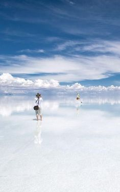 BOLIVIA! Travel through the surreal scenery - the biggest Salt Flat in the world Salar de Uyuni!