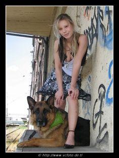 Julia und Schäferhund Alex - Klicken für originalgröße