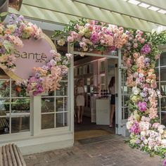 Flowers Decoration Outdoor Printer Projects New York Coffee Shop Design, Cafe Design, Store Design, Mein Café, Flower Shop Design, Flower Shop Decor, Decoration Shabby, Flowers Decoration, Rustic Decor