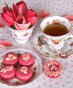 tischdeko tee trinken rote tulpen