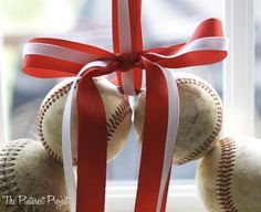 YES! I have been looking for this tutorial! DIY Baseball wreath!