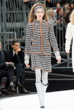 Chanel Parigi - Collections Fall Winter 2017-18 - Shows - Vogue.it