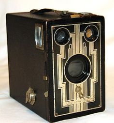 1930s camera, good reception decor for escort card table, photobooth area or Instagram instructions<---- use my vintage camera (next to photo booth? with cards)