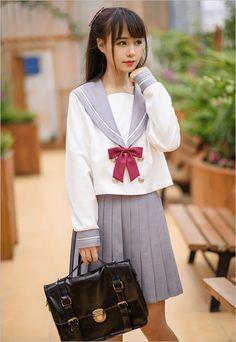 こんにちは、まさこです。中国では、現在「JK系」というファッションが流行っているようです!それは、なんぞ!? と思う人もいると思いますが、どうやら日本の女子高生の制服・・ いわゆる「セーラー服」をファッションにした服装から「JK系」と名付け