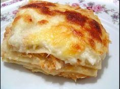 Receita de Lasanha de frango com queijo - lasanha: 1. Em um refratário, coloque 2 conchas de molho. 2. Faça a base com massa de lasanha, cubra com 1 camada de presunto, 1 de queijo...
