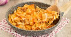 La pasta con le melanzane filante è un primo saporito e veloce da preparare, è saporito e filante filante, va a ruba, piacerà a tutta la famiglia!