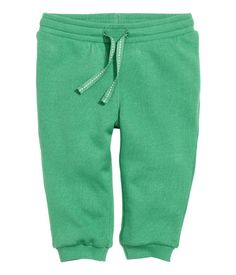 CONSCIOUS. Sweatpants in organic cotton with an elasticized drawstring waistband and ribbed hems. Soft, brushed inside.