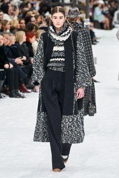 Chanel Fall 2019 Ready-to-Wear Fashion Show - Vogue Fall Collection, Fashion Show Collection, Couture Collection, Fashion Week, Runway Fashion, Fashion Outfits, Womens Fashion, Fashion Trends, Paris Fashion