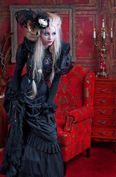 Steampunk or gothic Steampunk Mode, Victorian Steampunk, Steampunk Fashion, Neo Victorian, Victorian Gown, Victorian Halloween, Victorian Costume, Gothic Mode, Gothic Lolita