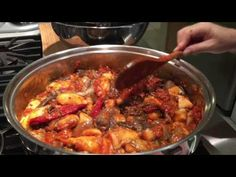 Learn step by step how to make the delicious Azorean Octopus Stew. Includes igredients, confection and video with tips. Recipes from the Azores. Octopus Recipes, Fish Recipes, Seafood Recipes, Portuguese Food, Portuguese Recipes, Guisado, Cauliflower Tots, Fish Stew, Cooking Videos