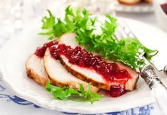 Making low carb cranberry sauce is quick and easy. Really, really quick and easy. Cranberries, like most berries, are a low sugar fruit. Low Carb Keto, Low Carb Recipes, Healthy Recipes, Turkey In Oven, Fresh Cranberries, Cranberry Sauce, Roasted Turkey, Roasting Pan, Turkey Breast