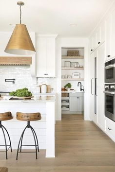 Modern Kitchen Interior Inside a Heart-Stopping Modern Home in Minnesota Home Decor Kitchen, Interior Design Kitchen, Modern Interior Design, Home Kitchens, Interior Decorating, Kitchen Ideas, Luxury Interior, Decorating Ideas, Decor Ideas