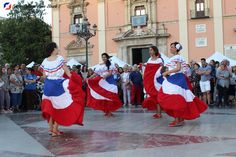 Ballet Folklorico Dominicano bailó en la Plaza de la Virgen en la celebración del Día de la Diversitat Cultural 20 de mayo de 2017.   #Ballet Folklórico Dominicano #Diversitat Cultural #DiversitatCultural2017 Ballet Folklorico, Dominican Republic, Plaza, Dresses, Fashion, Dancing, Activities, Party, Vestidos