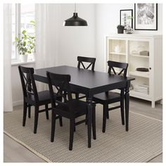 IKEA INGATORP extendable table Can be easily extended by one person. Black Round Dining Table, Large Table, Small Dining, Round Kitchen Tables, Ikea Round Table, Small Black Table, Black Kitchen Chairs, Eat In Kitchen Table, Black And White Dining Room