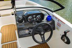 Bayliner Bowriders VR6 #embarcaciones #fibra #lanchas #motoras #yates #fuerabordas #intrabordas #barcos #cruceros #Boats #Runabouts #centerconsoles #deckboats #overnighters #cruising  jaloque.com/