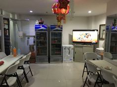 Looking for a budget friendly accommodation in Cebu? Check out RE-CJC Pensionne House situated along the road in Basak, Mandaue City, Cebu. Sinulog Festival, Cebu City, Extra Bed, Desk Areas, House Front, House Rooms, Front Desk, Ground Floor, Home Kitchens