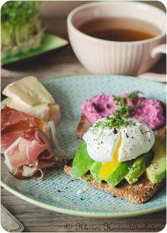 Mein perfektes Frühstück: Pochiertes Ei auf Avocadobrot