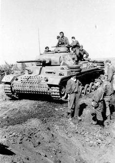 Troops and armored of the Div. SS Wiking toward front of Rostov. Panzer Iii, Luftwaffe, Tank Destroyer, Model Tanks, Military Pictures, German Army, Armored Vehicles, Warfare, World War Ii