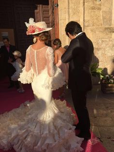 Vestidos de flamenca (@modaflamenca1) | Twitter Wedding Dress Styles, Wedding Gowns, Flamenco Wedding, Spanish Style Weddings, Flamenco Skirt, Spanish Dress, Dance Dresses, Pretty Dresses, Marie