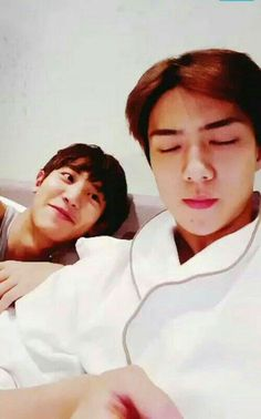get me someone to look at me the way chanyeol looks at sehun :(( Chanyeol Cute, Park Chanyeol Exo, Exo Chanyeol, Kyungsoo, Rapper, Exo Couple, Kings Park, Exo Memes, Boys Like
