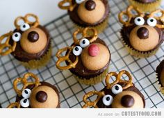 Reindeer Cupcakes. I feel like these would be extra delicious if there was peanut buttery goodness in the cupcakes. Peanut butter, chocolate, pretzels? Really want Xmas to come so I can make these!