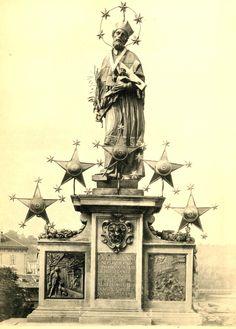 Sv. Jan Nepomucký (mezi 1340 a 1350 - 1393) Jan Brokoff (1682) V roce 2009 se navázalo na tradici barokních slavností obnovením Svatojánských slavností v předvečer svátku sv. Jana Nepomuckého 15. května. Od té doby byly slavnosti každý rok a mají již svůj pevný scénář – slavnostní mši v katedrále sv. Víta, procesí od katedrály přes Karlův most na Křižovnické náměstí a barokní koncert na vodní hladině zakončený ohňostrojem.gondoliéry, regaty dračích lodí a mnohé další. Saint John, Mystery Novels, Sacred Art, Draco, Czech Republic, Statue Of Liberty, Geometry, Tarot, Design