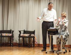 """Escena 5 """"Ni pobre ni rico sino todo lo contrario"""" Primera representación Compañía Teatro Montearagón - Marzo 2012. Obra de Miguel Miura"""