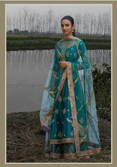ideas for dress indian style anarkali beautiful Pakistani Wedding Dresses, Indian Wedding Outfits, Indian Outfits, Dress Indian Style, Indian Dresses, Indian Attire, Indian Wear, Punjabi Dress, Punjabi Suits